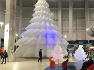 Новогодняя пневмоконструкция – надувная ёлка 14м от украинского производителя