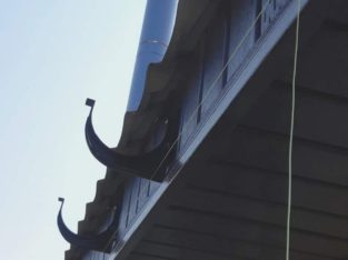 Обшивка карнизов крыши сайдингом, профнастилом. Водосточные системы.