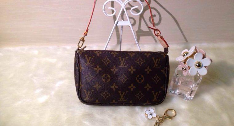 44a3b9a2e5f6 LOUIS VUITTON сумка Киев Украина клатч косметичка кросс боди LV N51980  монограм