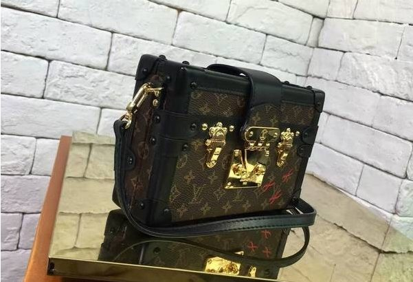 b180df43fa4f LOUIS VUITTON Monogram Petite Malle Киев Украина клатч кросс боди сундук  сумка