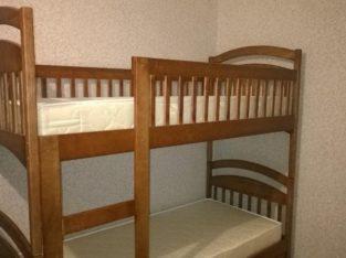 Двухъярусная кровать Карина с ящиками и матрасами.